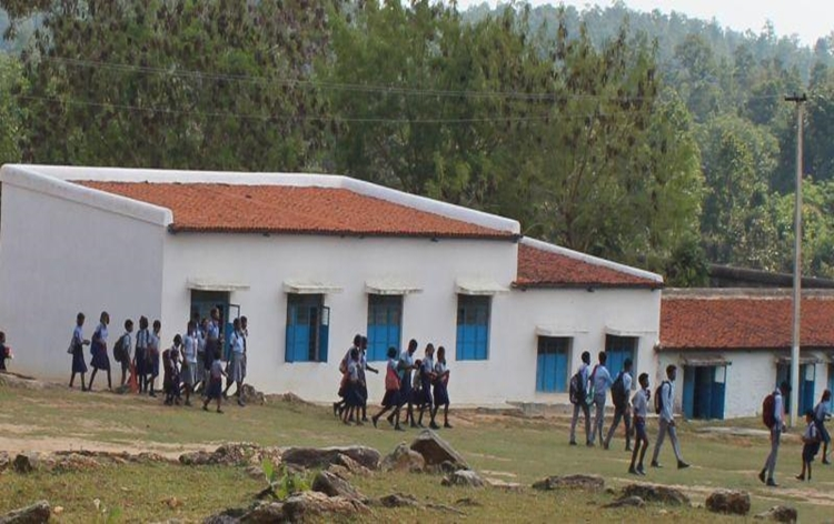 शाळा तातडीनं सुरू कराव्यात अशी राज्य प्राथमिक शिक्षक समितीची मागणी